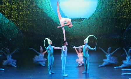 Swan Lake by the Great Chinese Circus